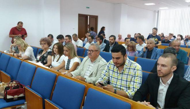 UPDATE - A început ședința Consiliului Local Municipal Constanța. Iată ce se discută - 65072872483418675820897848877602-1561450887.jpg