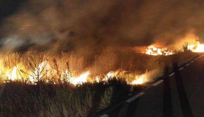Foto: Două autovehicule au loc foc, la Constanța, în urma unui accident rutier