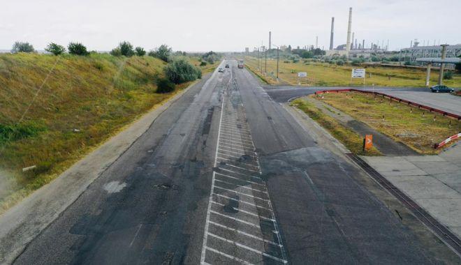 Foto: În atenția șoferilor! Drum plin de gropi, în reabilitare totală