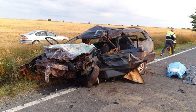 GALERIE FOTO / Accident grav în Constanța. Trei persoane au murit și patru au fost rănite! - 67130367356961221659340779288336-1563089560.jpg