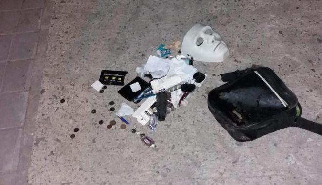 Teroare pe străzile din Năvodari! Tâlhar mascat și înarmat, prins de polițiști cu focuri de armă - 67805790757124958037437328613365-1565337151.jpg