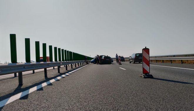 Foto: Atenție, șoferi! Trafic blocat pe Autostrada Soarelui, pe sensul spre mare! Două mașini s-au ciocnit