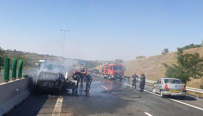 Foto: Accident rutier pe A2, urmat de incendiu! CINCI MAȘINI IMPLICATE. Galerie foto