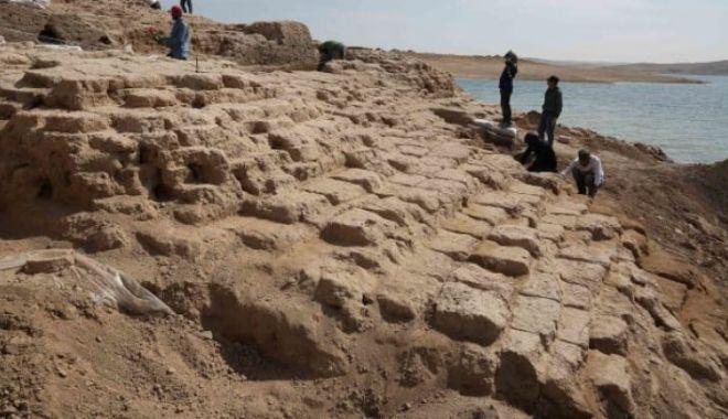 Un palat vechi de 3.400 de ani a ieșit la iveală de sub ape, din cauza secetei - 6e9a6560254b8a798c33997000-1561965845.jpg
