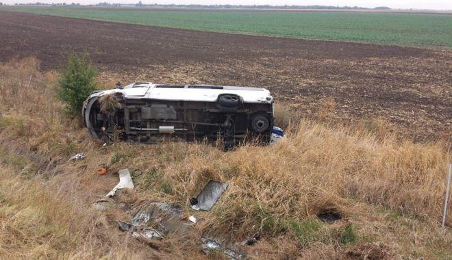 GALERIE FOTO. Accident rutier pe A2, între un microbuz si un autoturism - 70819959373629313514095786666818-1569397116.jpg