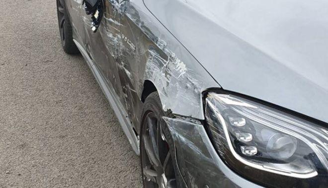 GALERIE FOTO. Accident rutier pe A2, între un microbuz si un autoturism - 71232797503792360167275587614952-1569397087.jpg