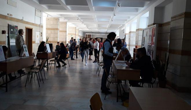 Foto: Peste 38.000 de oferte au fost oferite la Bursa locurilor de muncă