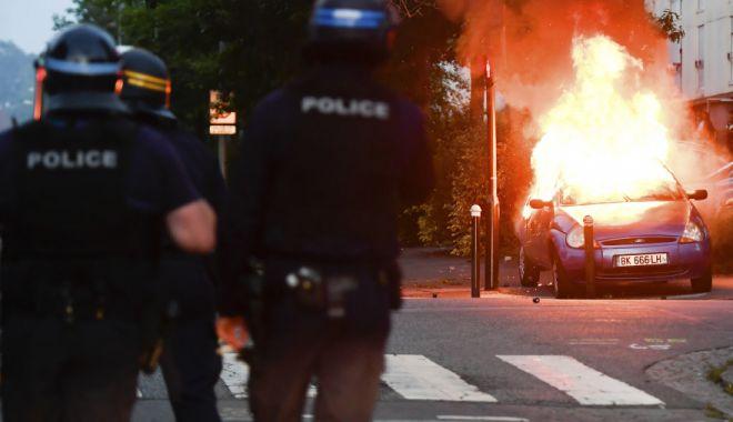 Foto: Franța ar putea institui stare de urgență după violențele de sâmbătă din Paris