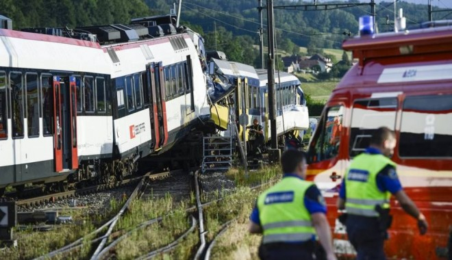 Un tren de pasageri s-a ciocnit de un marfar: NOUĂ MORȚI - 74178-1400584385.jpg