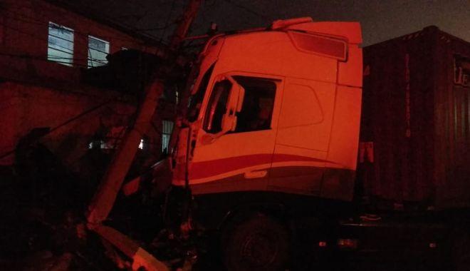 Grav accident rutier la Constanța! Un șofer fără permis a făcut ravagii, sub privirea polițiștilor - 79519312442784056623789395897067-1576050334.jpg
