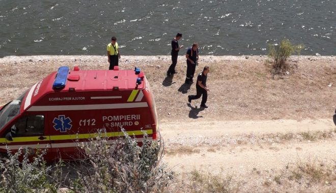 ALERTĂ! Mașină cu doi oameni, căzută în Canalul Dunăre Marea Neagră - 7augustmasinacanal1-1596800793.jpg