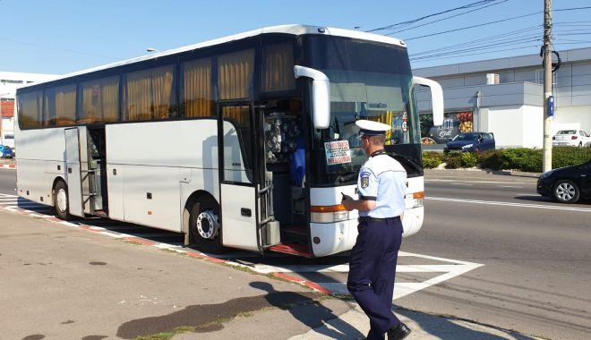 GALERIE FOTO / RAZII ÎN AUTOBUZE! Călătorii, verificați de Rutieră dacă poartă măști! - 7augustraziimasca3-1596798459.jpg
