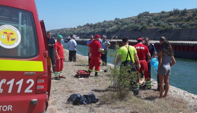 ALERTĂ! Mașină cu doi oameni, căzută în Canalul Dunăre Marea Neagră - 81eda9ab2cff4877b4c3906d2aecc67e-1596806542.jpg