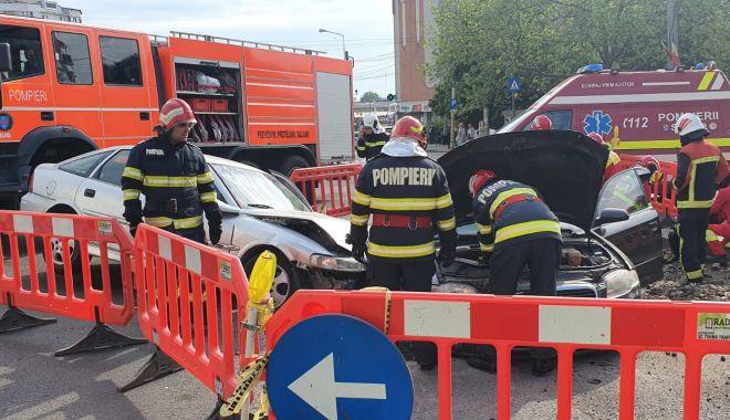 GALERIE FOTO / Accident grav pe bulevardul Tomis. O mașină a intrat într-o groapă cu lucrări - 84d26bcb36544008a3ef8119771d87af-1621231926.jpg