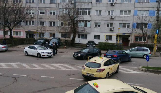 GALERIE FOTO / Carambol cu trei autoturisme, pe o arteră intens circulată a Constanței - 8apraccident2-1617865262.jpg