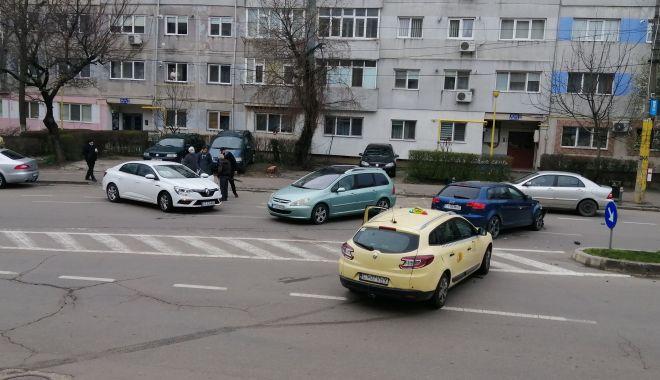 GALERIE FOTO / Carambol cu trei autoturisme, pe o arteră intens circulată a Constanței - 8apraccident3-1617865278.jpg