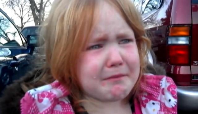 Lacrimile ei au strâns peste 2 milioane de vizualizări pe Youtube! Iată de ce plânge micuța - abigaelevans-1351854726.jpg