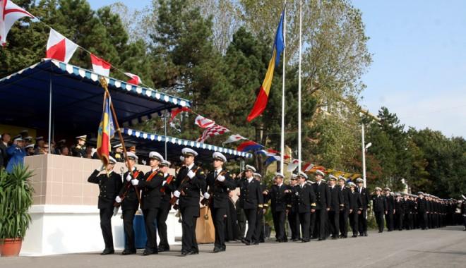 Cum marchează Academia Navală 141 de ani de învățământ de marină - academiamilitaradefilare23-1384455129.jpg
