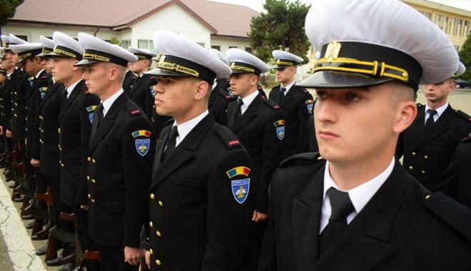 Foto: Promisiuni solemne, cu lacrimi și mândrie în suflet. Viitorii ofițeri și maiștri militari de marină au depus jurământul