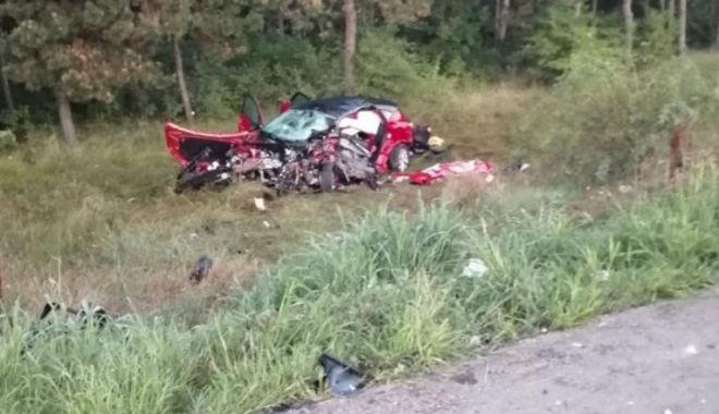 Foto: Un tânăr care ar fi vrut să se sinucidă a provocat un accident cu trei morți