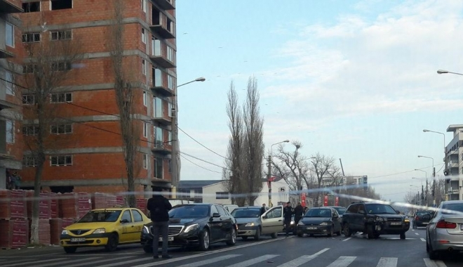 Foto: ACCIDENT RUTIER în zona Mega Image din Mamaia. Mai multe mașini implicate. Poliția, la fața locului