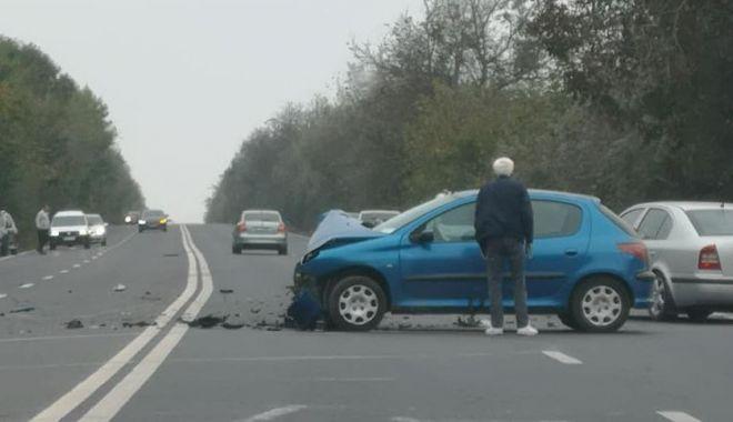 Foto: ACCIDENT RUTIER spectaculos, la Tuzla. Două autoturisme făcute praf! GALERIE FOTO