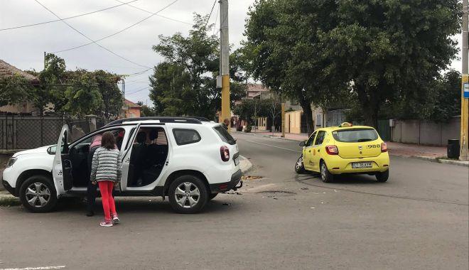 Foto: Galerie foto / ACCIDENT RUTIER la Constanța. Taxi făcut praf