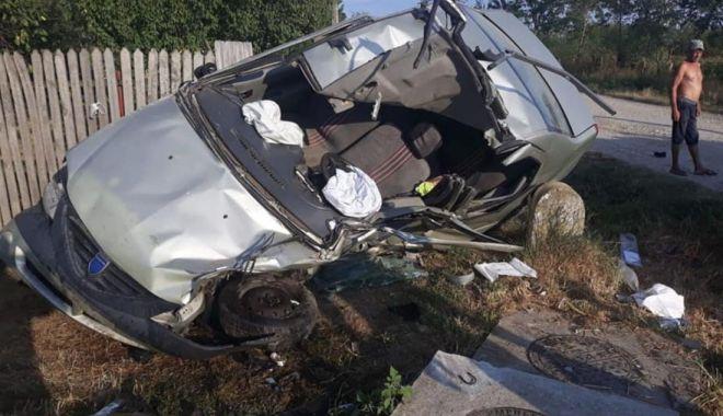 Foto: Tânără de 19 ani, reținută după ce a ucis doi soți într-un teribil accident