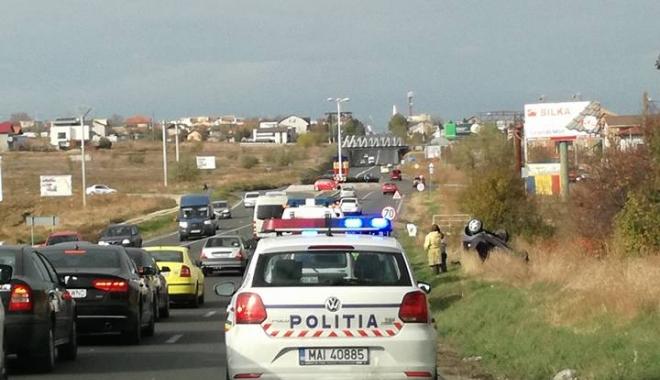 Foto: FOTO / S-a răsturnat cu mașina, între Ovidiu și Constanța. Trafic îngreunat