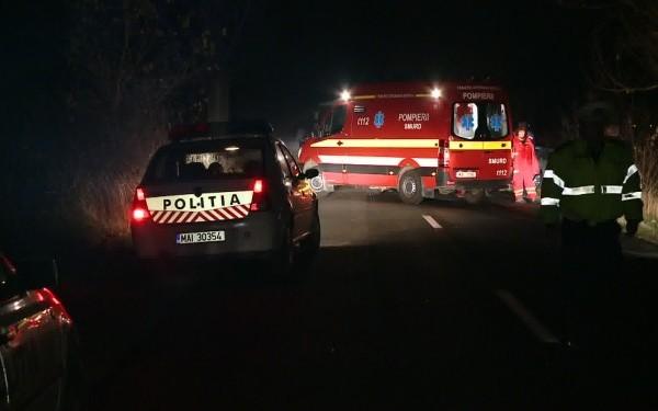 Foto: Un mort și patru răniți, după ce o mașină s-a izbiut într-un gard