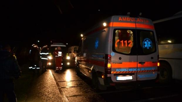 Foto: ACCIDENT MORTAL între un microbuz cu 16 pasageri și un TIR. Sunt mai multe victime