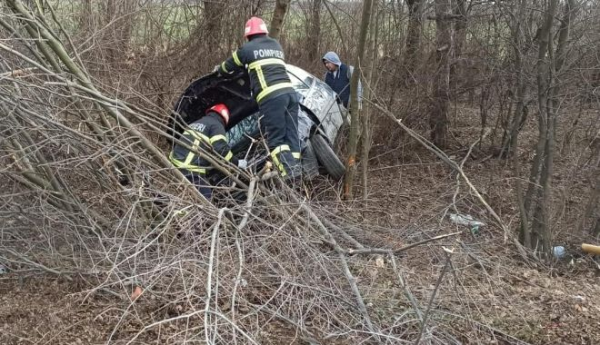 A intrat în coliziune cu un copac - accident-1579534893.jpg