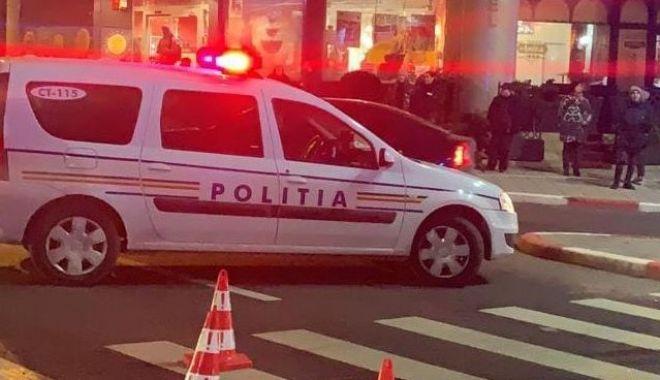 UPDATE / ACCIDENT RUTIER în zona Trocadero. Sunt implicate patru mașini - accident-1582734393.jpg