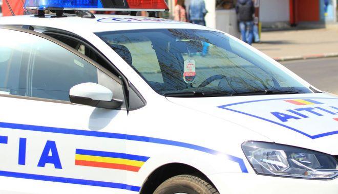 Șoferiță rănită, după ce a intrat într-o mașină parcată - accident-1595355817.jpg