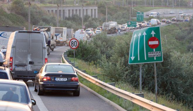 Foto: TRAFIC BLOCAT PE AUTOSTRADA SOARELUI. ACCIDENTE ÎN LANȚ!