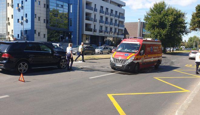 GALERIE FOTO. Femeie lovită grav de un şofer de 18 ani, pe bulevardul Mamaia - accident-1631106984.jpg