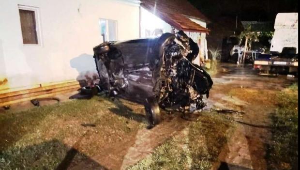 Un mort și trei răniți, după ce o mașină condusă de un șofer beat a intrat într-o casă - accident04408400-1567927896.jpg