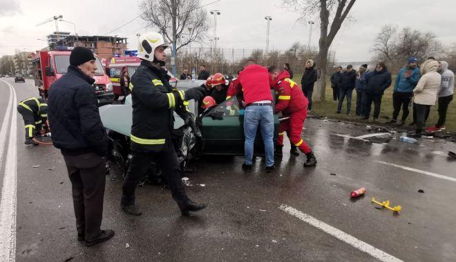 ACCIDENT în MAMAIA: trei mașini FĂCUTE PRAF și VICTIME PRINSE ÎNTRE FIARE! - accident1-1578224834.jpg