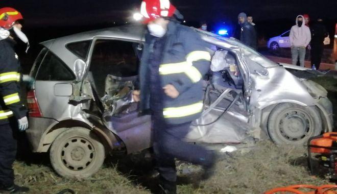 GALERIE FOTO / VIDEO. Accident grav, la Constanţa. Două victime sunt încarcerate - accident1-1611245489.jpg