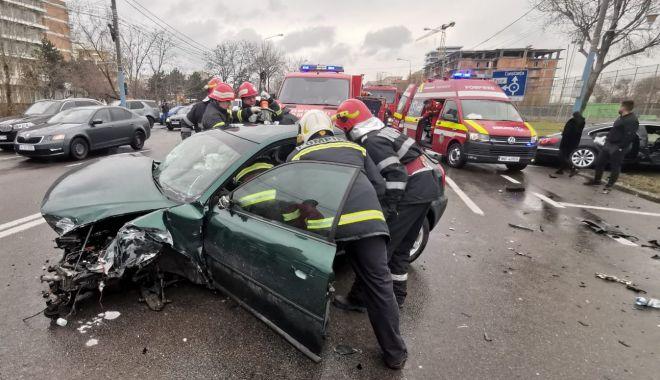 ACCIDENT în MAMAIA: trei mașini FĂCUTE PRAF și VICTIME PRINSE ÎNTRE FIARE! - accident2-1578224883.jpg