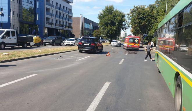 GALERIE FOTO. Femeie lovită grav de un şofer de 18 ani, pe bulevardul Mamaia - accident2-1631107041.jpg