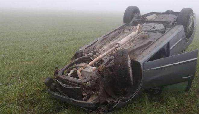 Mașină răsturnată în câmp, la intrare în 23 August - accident23august-1588949429.jpg