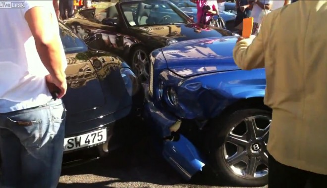Foto: Vezi aici un accident de 1 MILION de dolari! BLONDA la volan! / Video