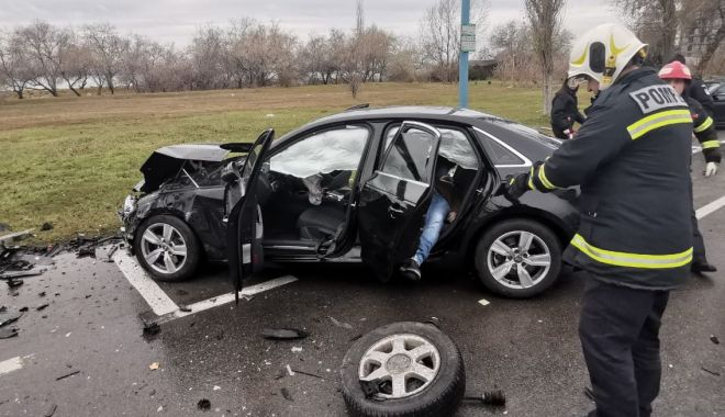 ACCIDENT în MAMAIA: trei mașini FĂCUTE PRAF și VICTIME PRINSE ÎNTRE FIARE! - accident3-1578224894.jpg