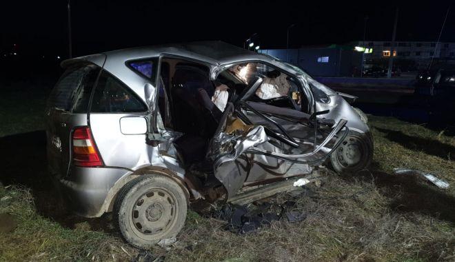 GALERIE FOTO / VIDEO. Accident grav, la Constanţa. Două victime sunt încarcerate - accident3-1611245500.jpg