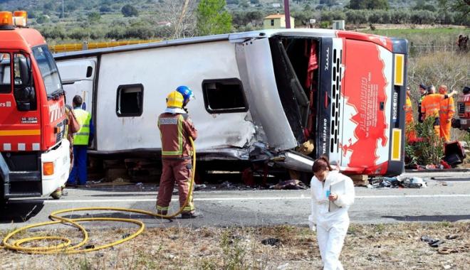 A fost carmagiu  pe șosea! Cel puțin 35 de morți  și 20 de răniți. Victimele,  de nerecunoscut - accidentautocarsicisterna-1472995276.jpg