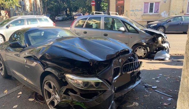 Mașină proiectată într-o casă, într-un accident din centrul Constanței - accidentcentrulconstantei2-1570993698.jpg