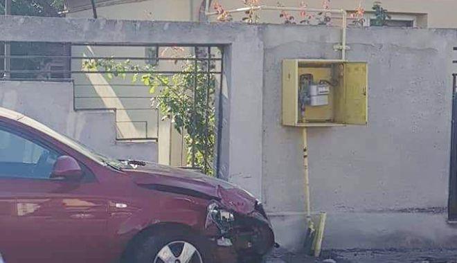 Accident în cartierul Coiciu. O mașină a intrat într-o conductă de gaze - accidentconductagaye-1599031398.jpg