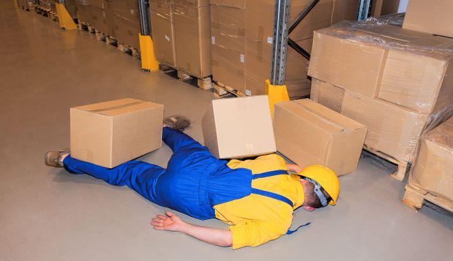 Muncitor necalificat, lovit de o placă de granit, la locul de muncă - accidentdemunca-1611167986.jpg