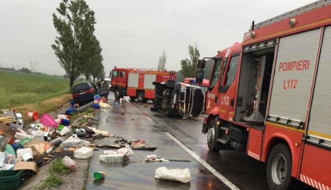 Foto: TRAGEDIE RUTIERĂ. Tânăr de 19 ani, mort după ce a întors mașina fără să se asigure
